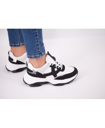 WHITE AND BLACK CYRAN SNEAKERS
