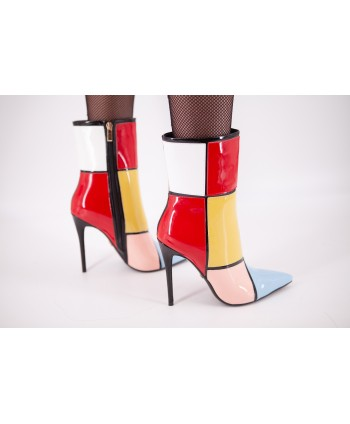 CILLY PATENT LEATHER BOOT...