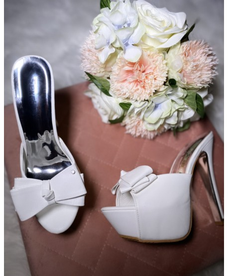 CIANA LEATHER SANDAL WHITE BOW DETAIL
