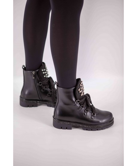 BLACK FLAT LEATHER BOOTS
